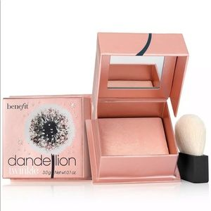Benefit Cosmetics Highlighter NEW